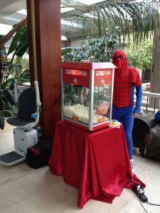 spiderman pop corn dağıtırsa